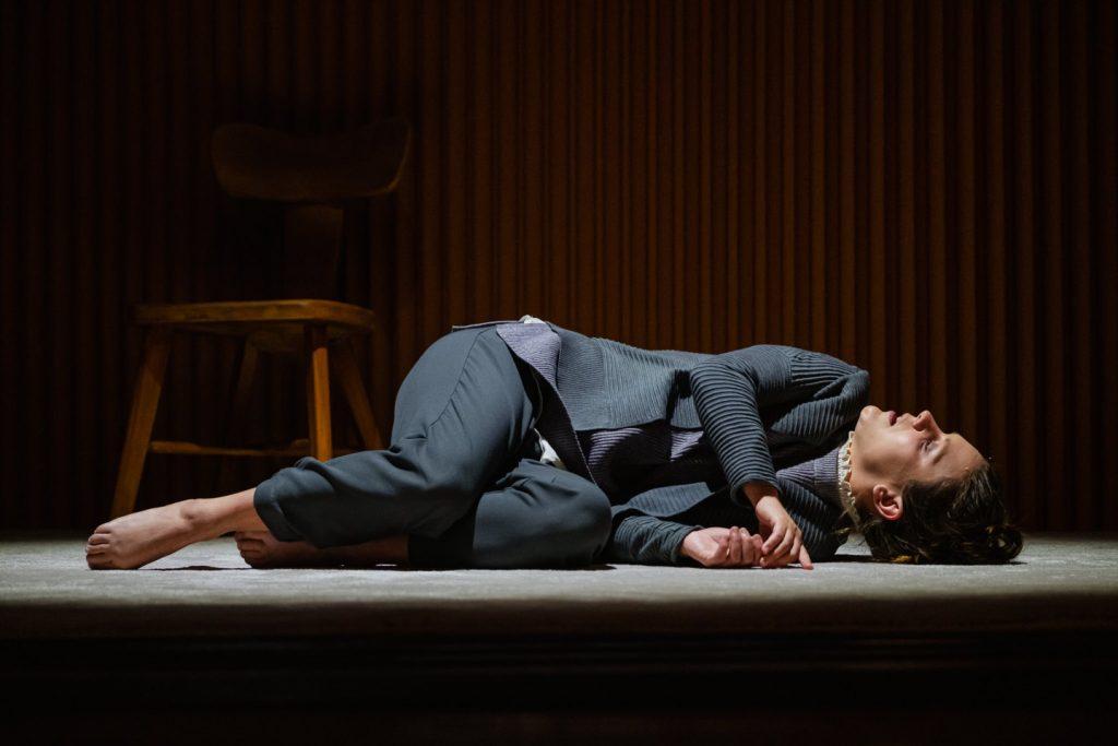Mélissa Merlo dans Les Barbelés au Théâtre du Trident